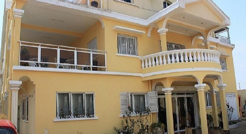 Best time to travel Madagascar K.méléon-Hôtel