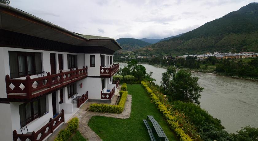Best time to travel Punakha Himalayan Dragon's Nest Hotel