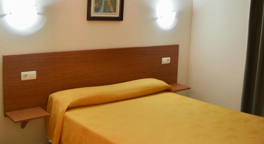 Double or Twin Room with Shower Hostal Costabella
