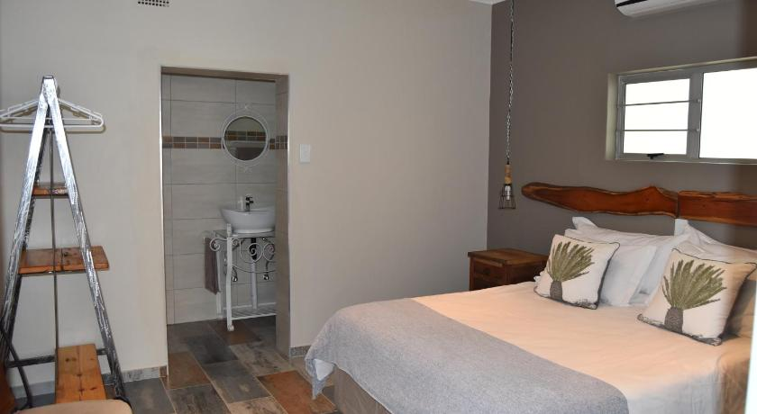 Best time to travel Keetmanshoop Quiver Inn Guesthouse