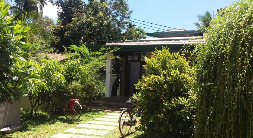 Yala Hostel