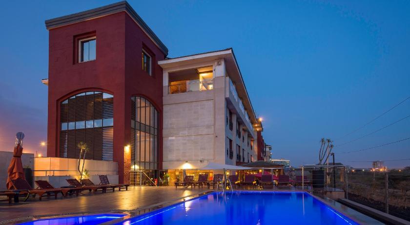 Best time to travel Nairobi Ole-Sereni Hotel