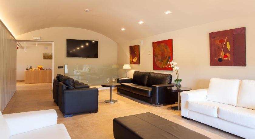 Best time to travel Costa Brava Hotel Vall de Bas