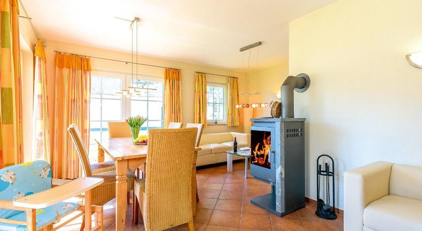 Reetdachhaus mit Sauna, Kamin & Terrasse - D 028.032 ...