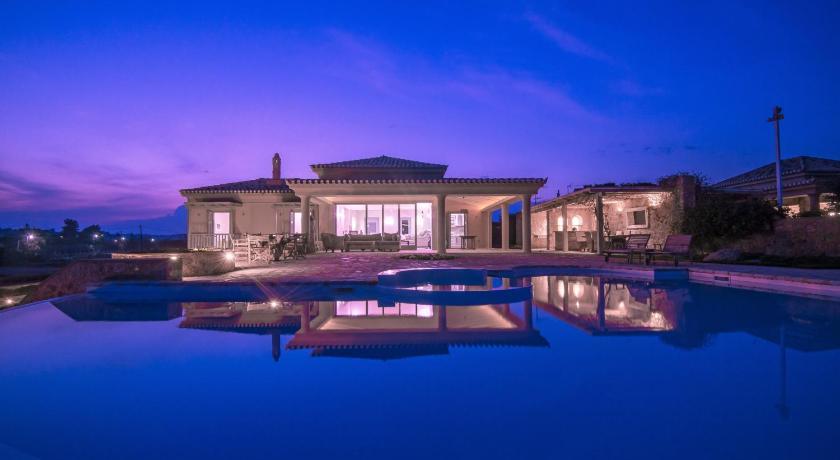 Best time to travel Greece Villa Diamond