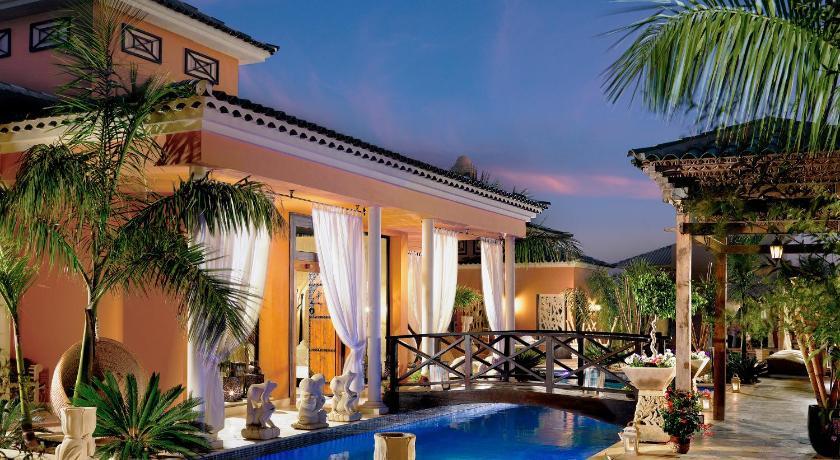 Best time to travel Candelaria Royal Garden Villas