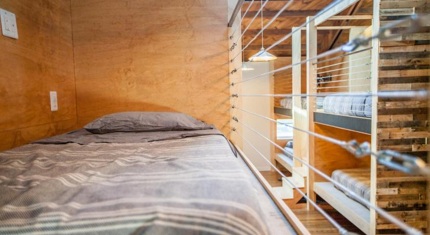 Single Bed in Mixed Dormitory Room PodShare Venice