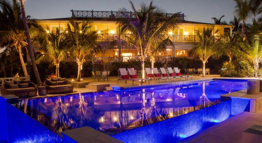 Best time to travel The Bahamas Coral Sands Hotel