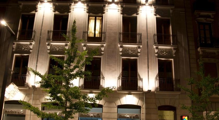 Best time to travel Granada Habitat Suites Gran Vía