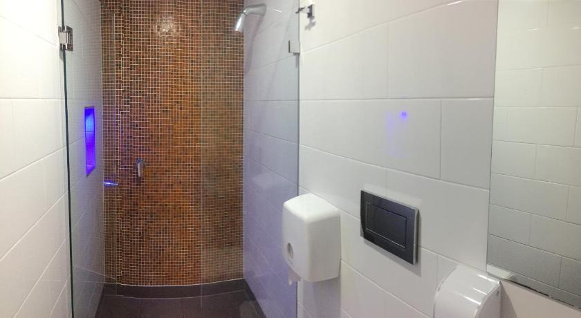 Standard Twin Room with Shared Bathroom Europa Melbourne