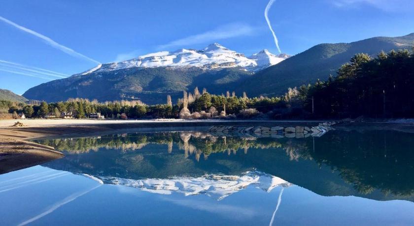 Best time to travel Spain Roca Nevada Resort