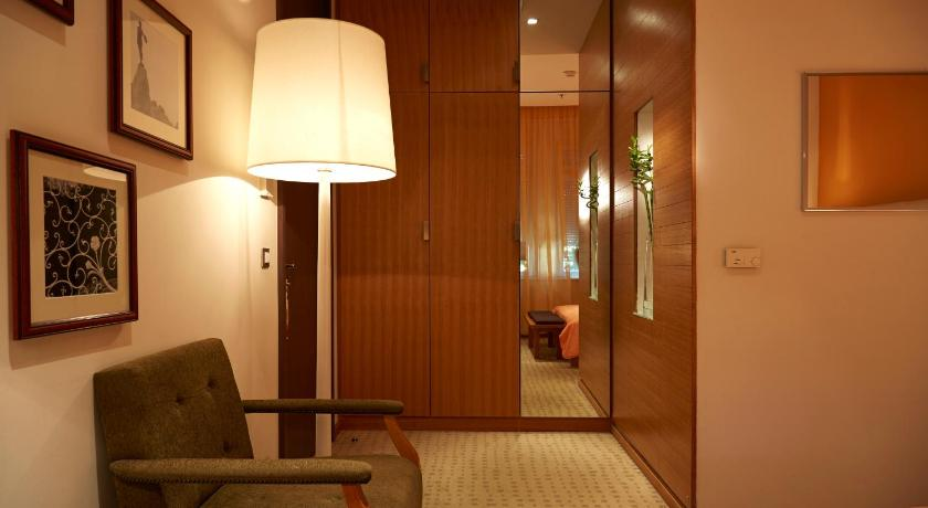 Superior Double Room Hotel Astoria by OHM Group