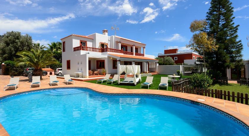 Best time to travel Spain SA Carroca Villa