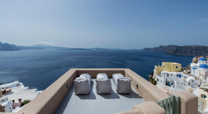 More about Ammos Oia Mansion