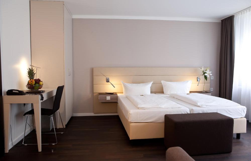 Photo - Manhattan Hotel