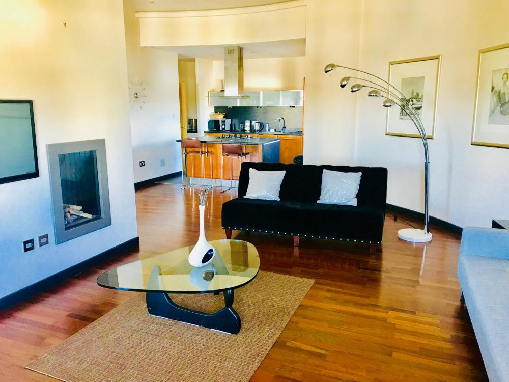 Glasgow City Centre Penthouse With Parking 3 Bedrooms 3