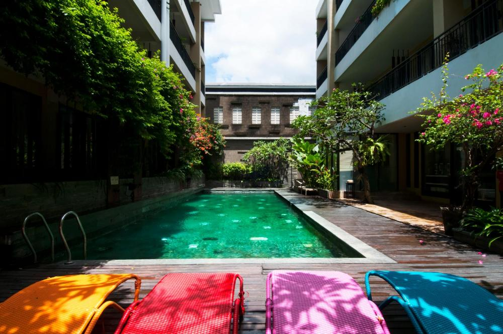 100 Sunset Kuta Hotel