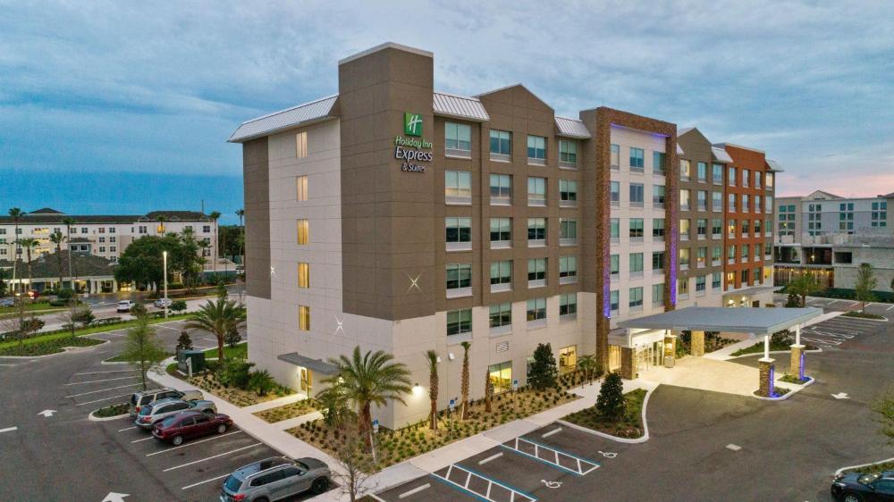 Holiday Inn Express & Suites Orlando- Lake Buena Vista, an IHG Hotel