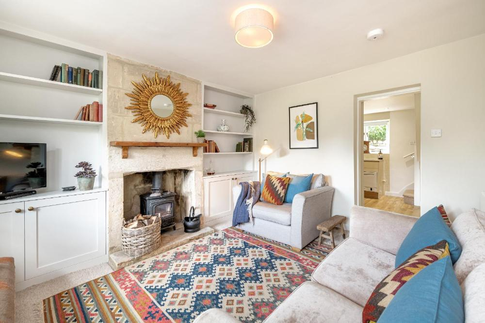 Romantic Cottage Escape with Picturesque Gardens in Bath