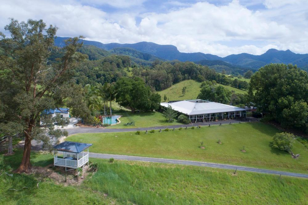 Hillcrest Mountain View Retreat
