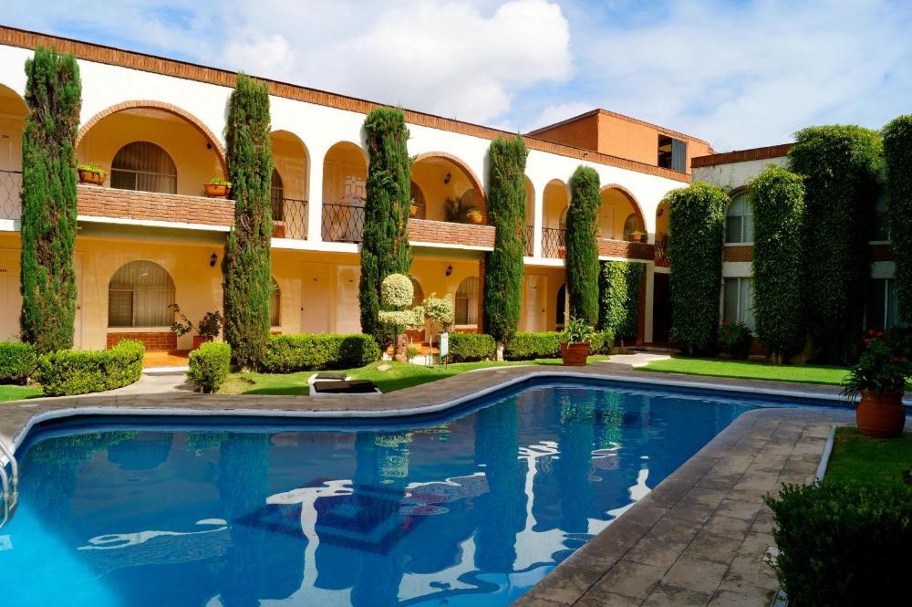Hotel & Suites Villa del Sol