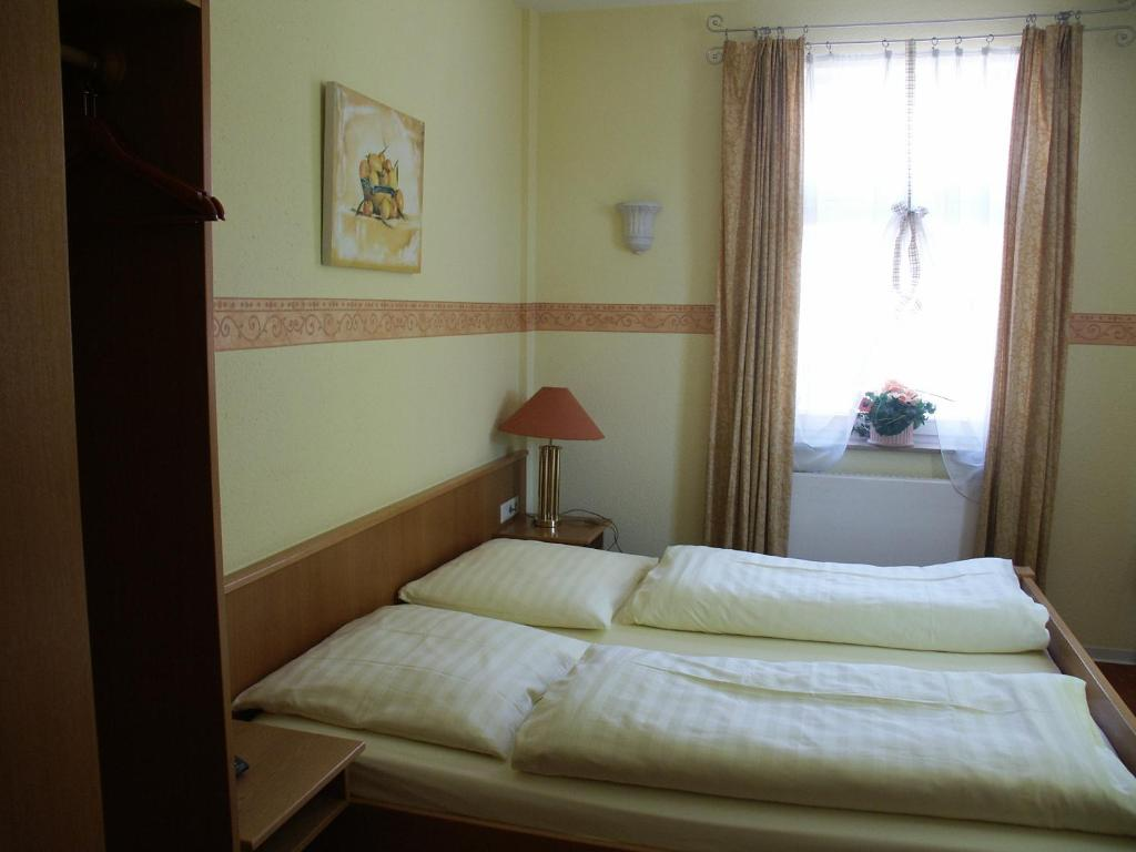Gasthof Stadtschänke - Großbottwar - book your hotel with ViaMichelin