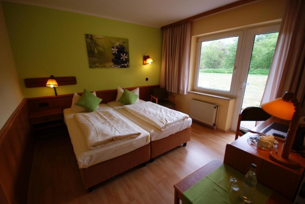 hotel tanneneck bad bramstedt prenotazione on line viamichelin. Black Bedroom Furniture Sets. Home Design Ideas
