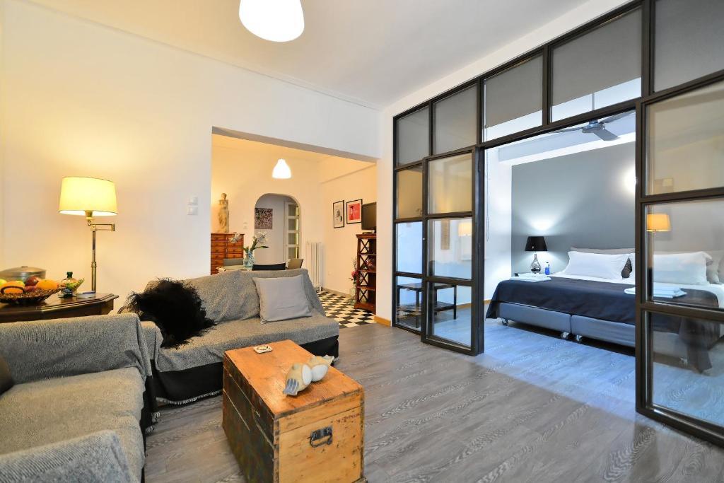 Plaka Elegant Apartment
