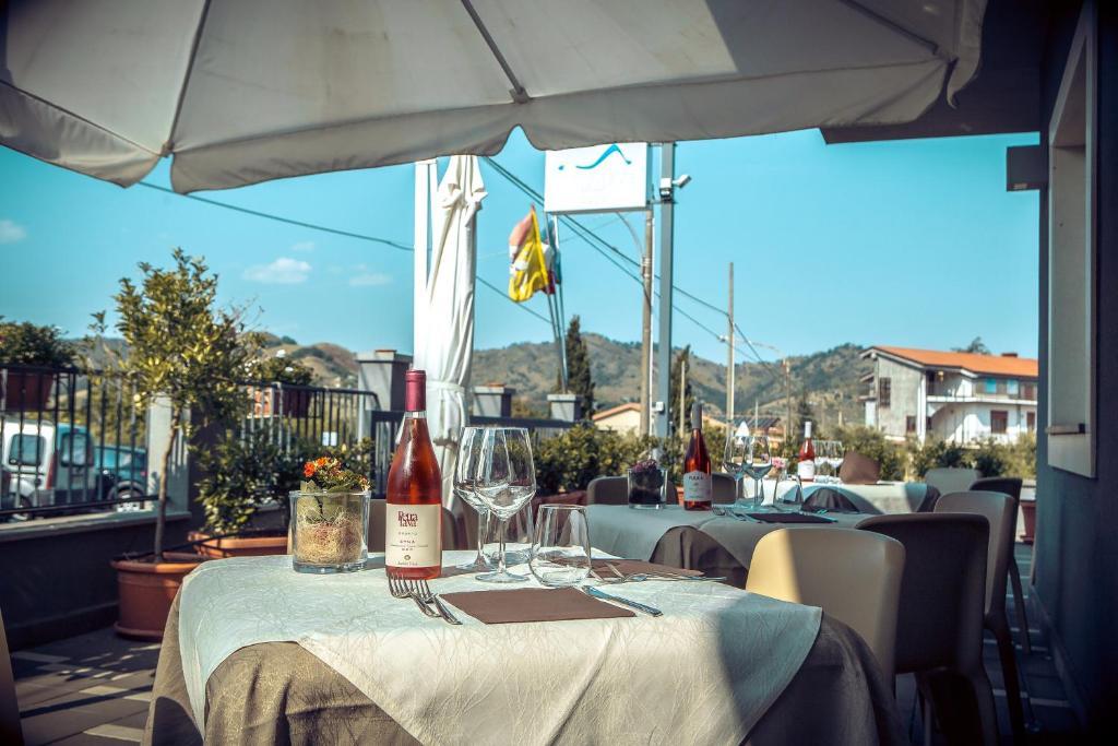 Mareneve resort linguaglossa prenotazione on line - Aggiungi un posto a tavola karaoke ...