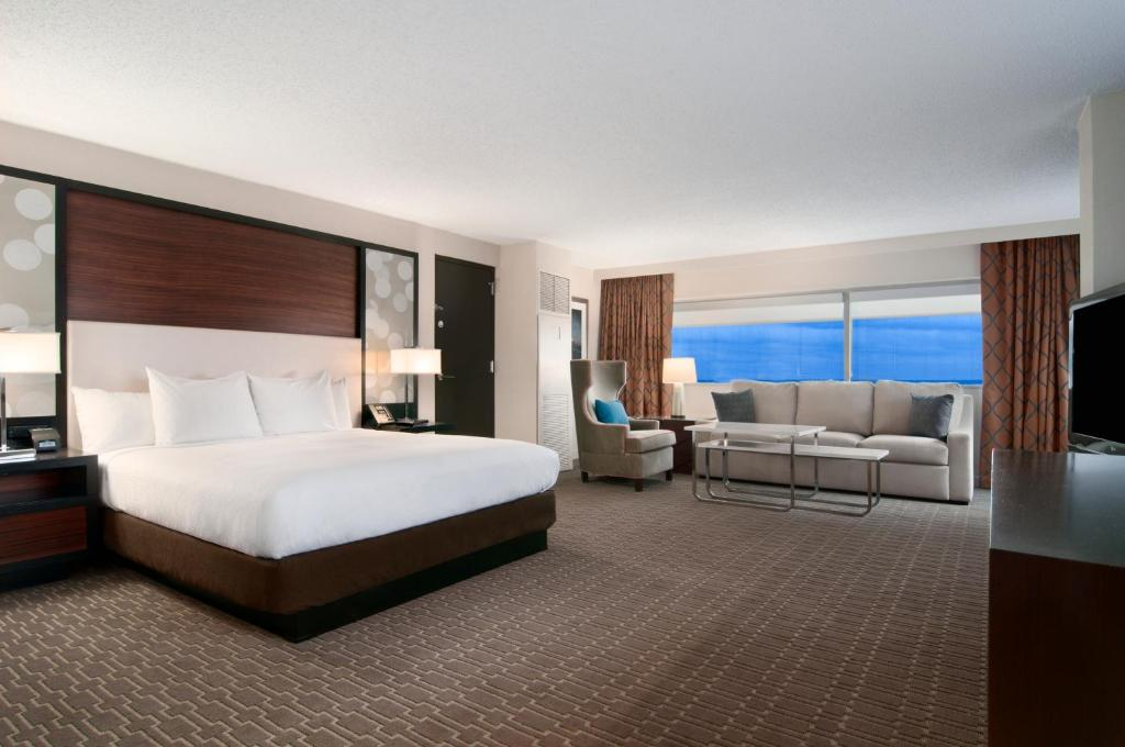 Book Now Hilton Atlanta Airport (Atlanta, United States). Rooms Available for all budgets. Two pools a free airport shuttle and ample dining options are highlights of the Hilton Atlanta Airport. The 17-story Hilton has 507 rooms with flat-panel TVs iHome docking sta