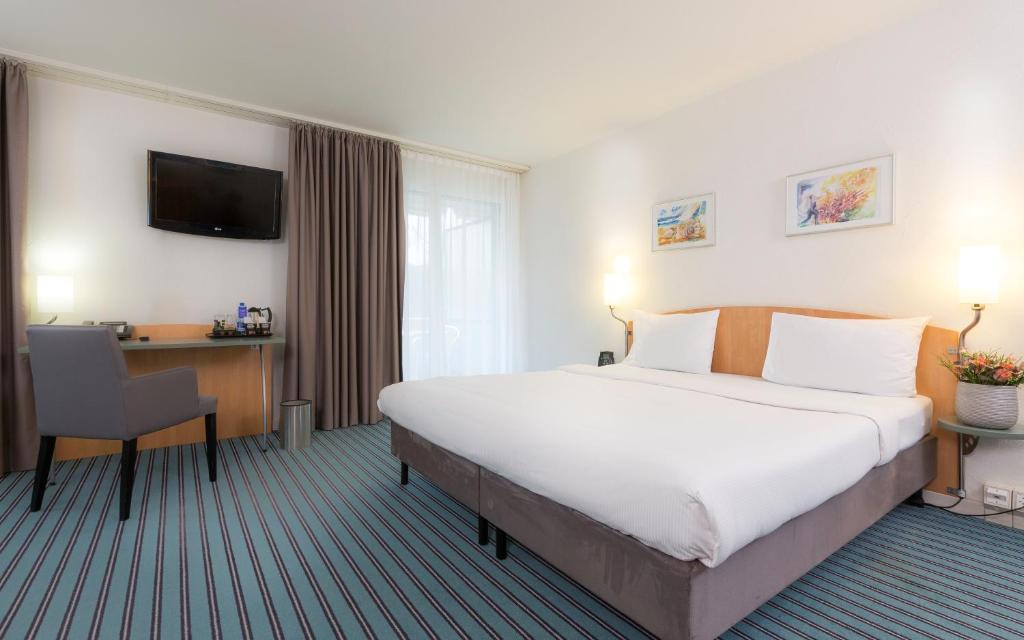 Hilton Zurich Airport Room Service Menu