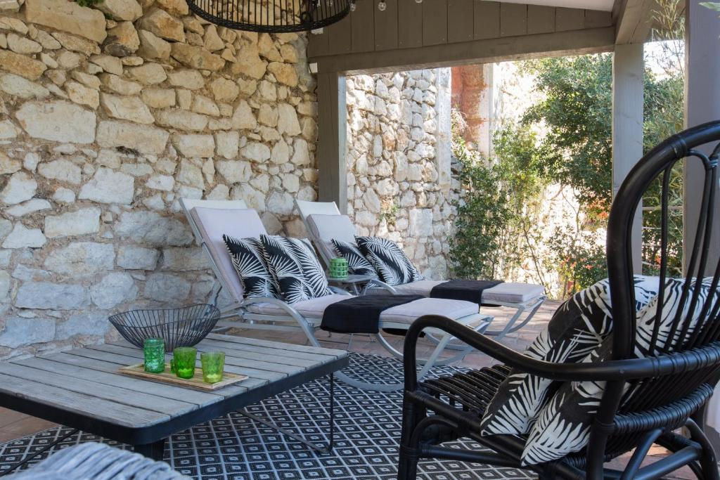 le jardin d 39 emile cassis informationen und buchungen online viamichelin. Black Bedroom Furniture Sets. Home Design Ideas
