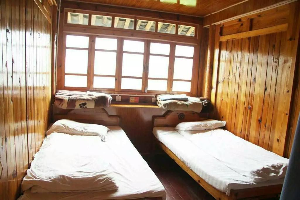 Double Room with Shared Toilet Tiger leaping gorge tea horse gasthaus