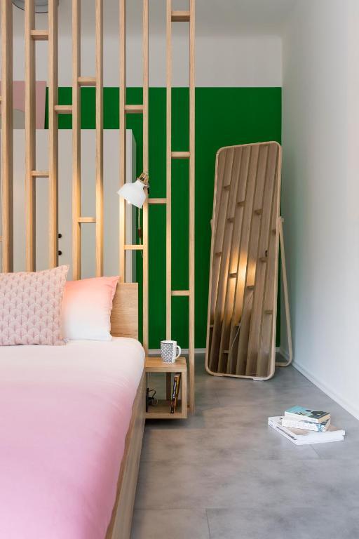 Designer Romantic Central Apartment
