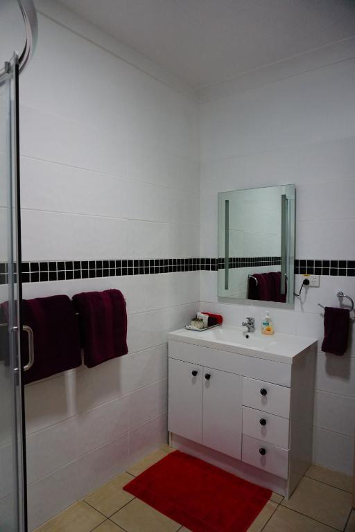 Family Room with Shower muswellbrook northside B&B