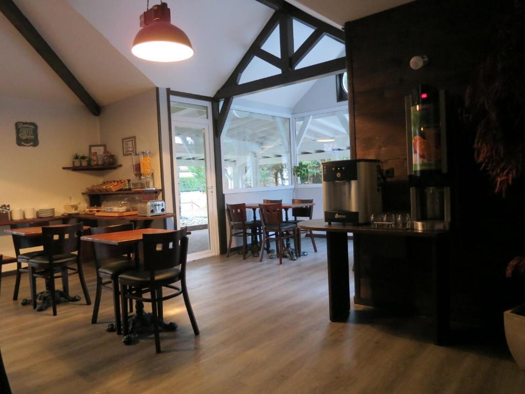 hotel wood inn bordeaux a roport m rignac reserve o seu hotel com viamichelin. Black Bedroom Furniture Sets. Home Design Ideas