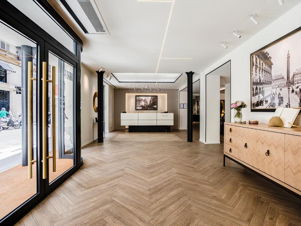 royal saint honore paris online booking viamichelin. Black Bedroom Furniture Sets. Home Design Ideas