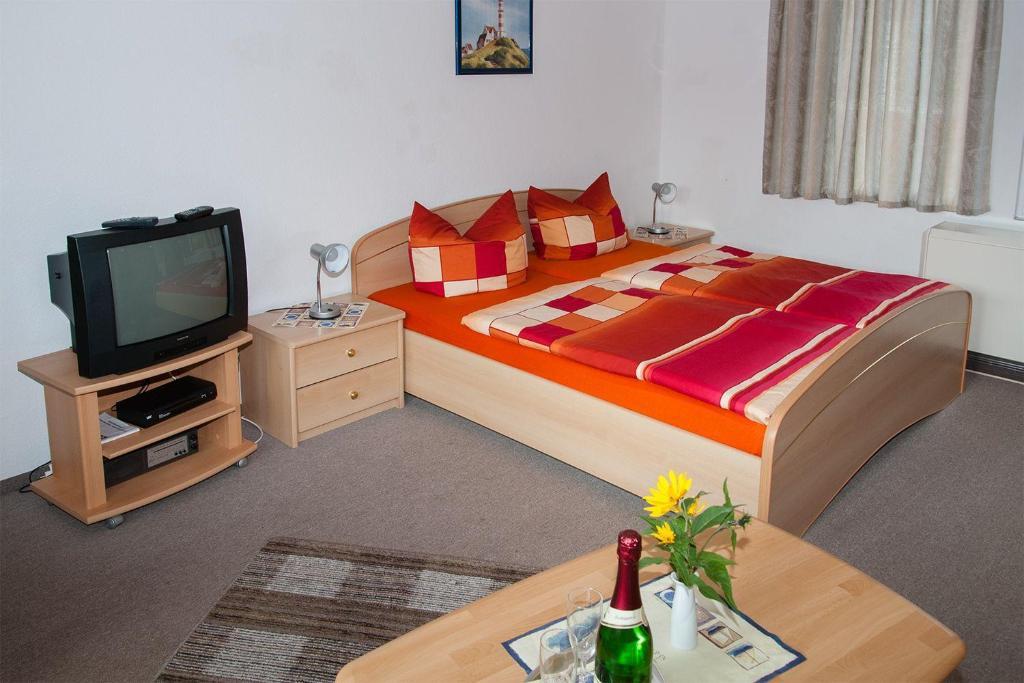 Bed 2 Personen.Doppelzimmer Fuer 2 Personen Auf Ruegen Z6 In Rappin Room Deals