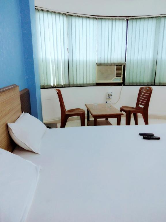 Deluxe Double Room (2 Adults + 1 Child) Hotel Sai Samrat Inn