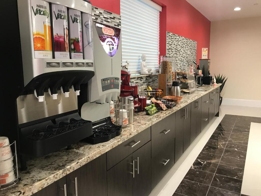 Econo Lodge Breakfast
