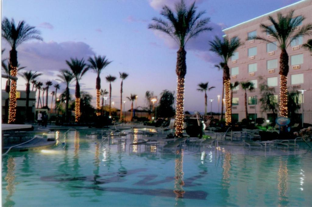 Book Now Avi Resort & Casino (Laughlin, United States). Rooms Available for all budgets. An on-site movie theatre spa and private beach strip are featured at this resort.  Less than 1 mile from California and Arizona state borders Avi Resort & Casino offers roo