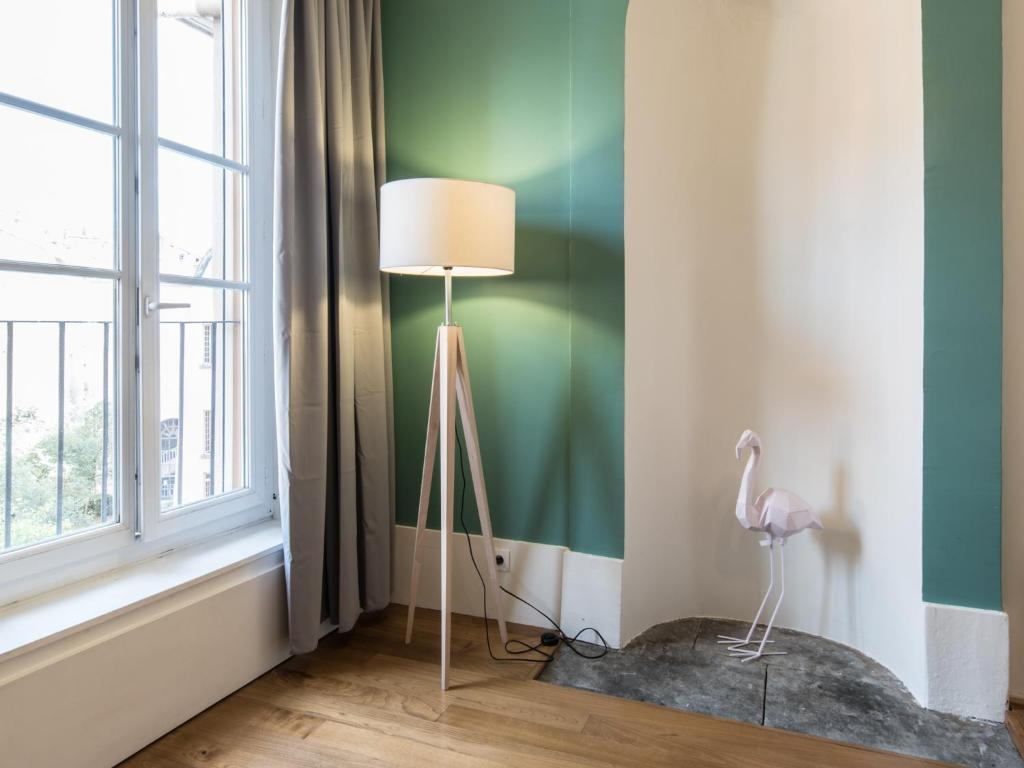 vaste appartement hypercentre grenoble online booking viamichelin. Black Bedroom Furniture Sets. Home Design Ideas