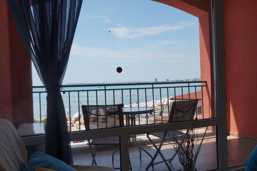 Private Apartment in Carina Beach