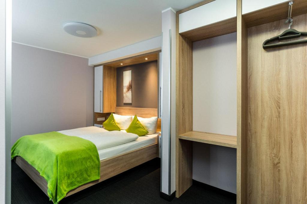 Pension alabama elmenhorst lichtenhagen viamichelin for Warnemunde hotel pension
