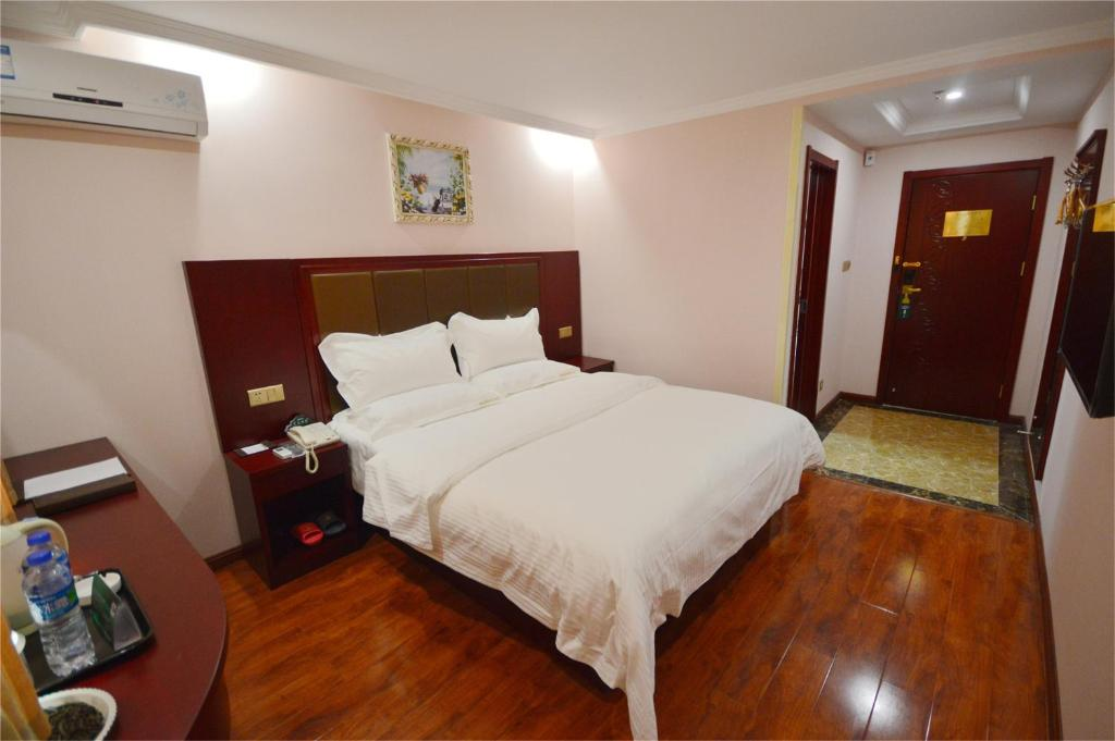 Mainland Chinese Citizens - Special Offer Double Room with No Window GreenTree Inn Beijing Fangshan District Dananjiao Qipeicheng Express Hotel