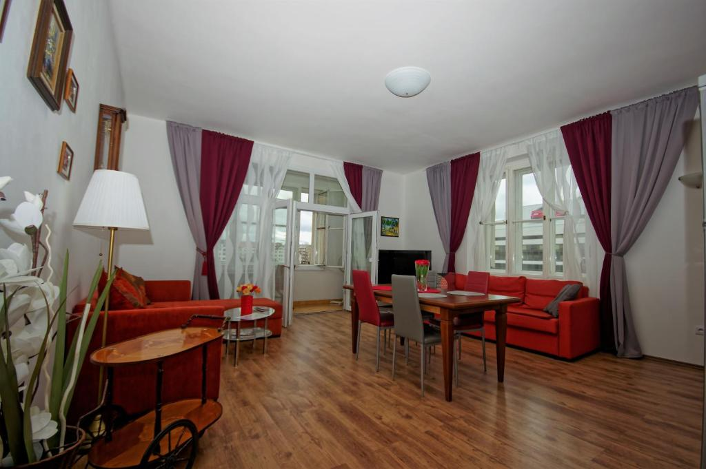 Spacious Prague View Apartment
