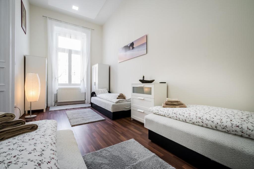 Grand Andrassy Apartment