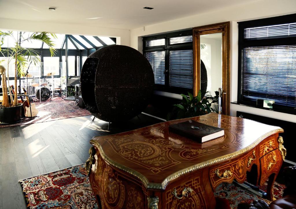 adams penthouse hamburg informationen und buchungen online viamichelin. Black Bedroom Furniture Sets. Home Design Ideas