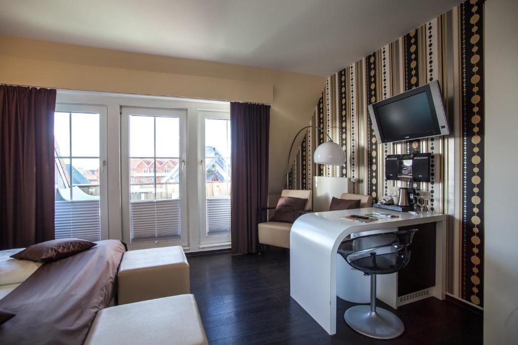 Retro design hotel dornum online booking viamichelin for Designhotel langeoog