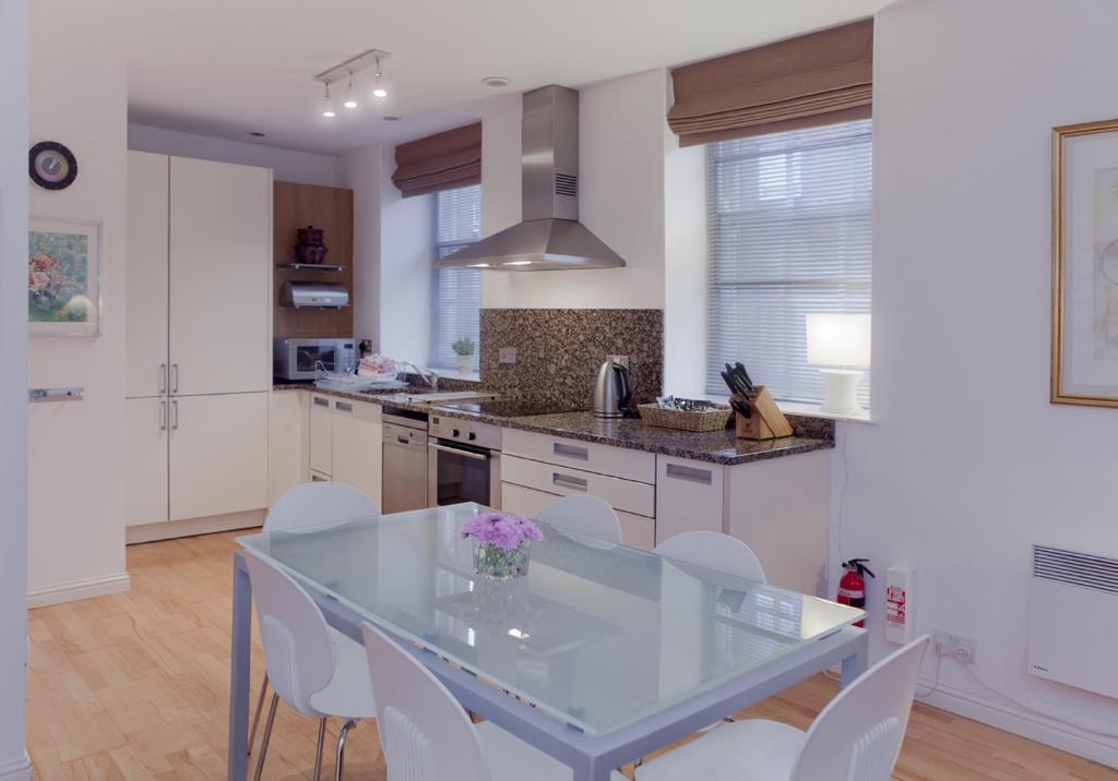 Causewayside Apartment - The Edinburgh Address